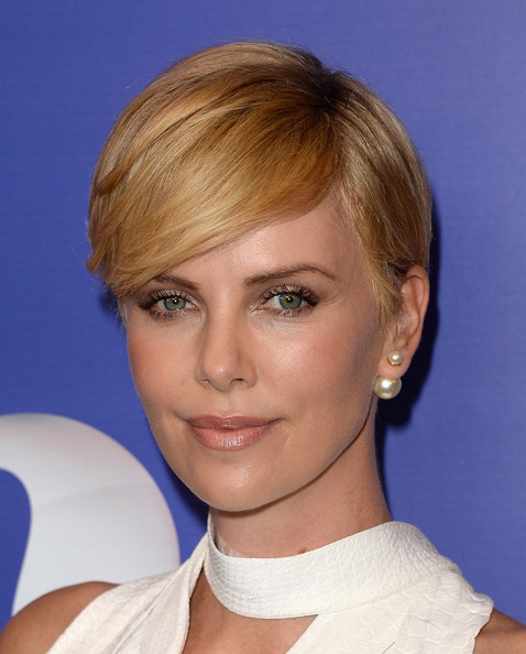 Charlize Theron's Side Parted Straight Cut