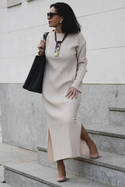Try A Maxi Dress With Sleeves