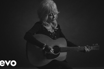 Dolly Parton's Acoustic Version Of 'Jolene' Will Make You Love The Song All Over Again