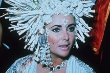 The Looks That Made Elizabeth Taylor A Fashion Icon